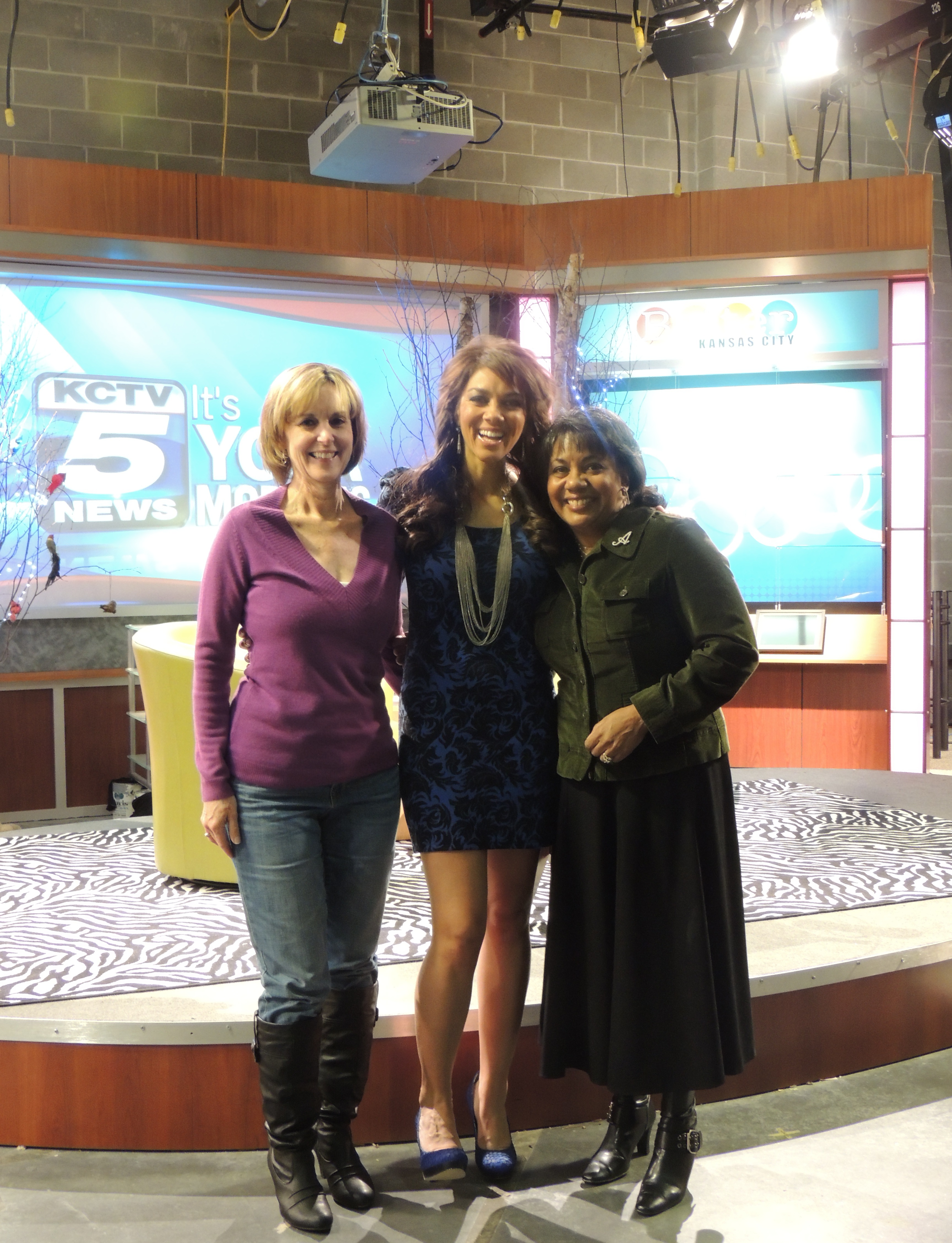 L to R: Friend/Neighbor/Fabulous Helper Barbara, Host Kelly Jones, me.
