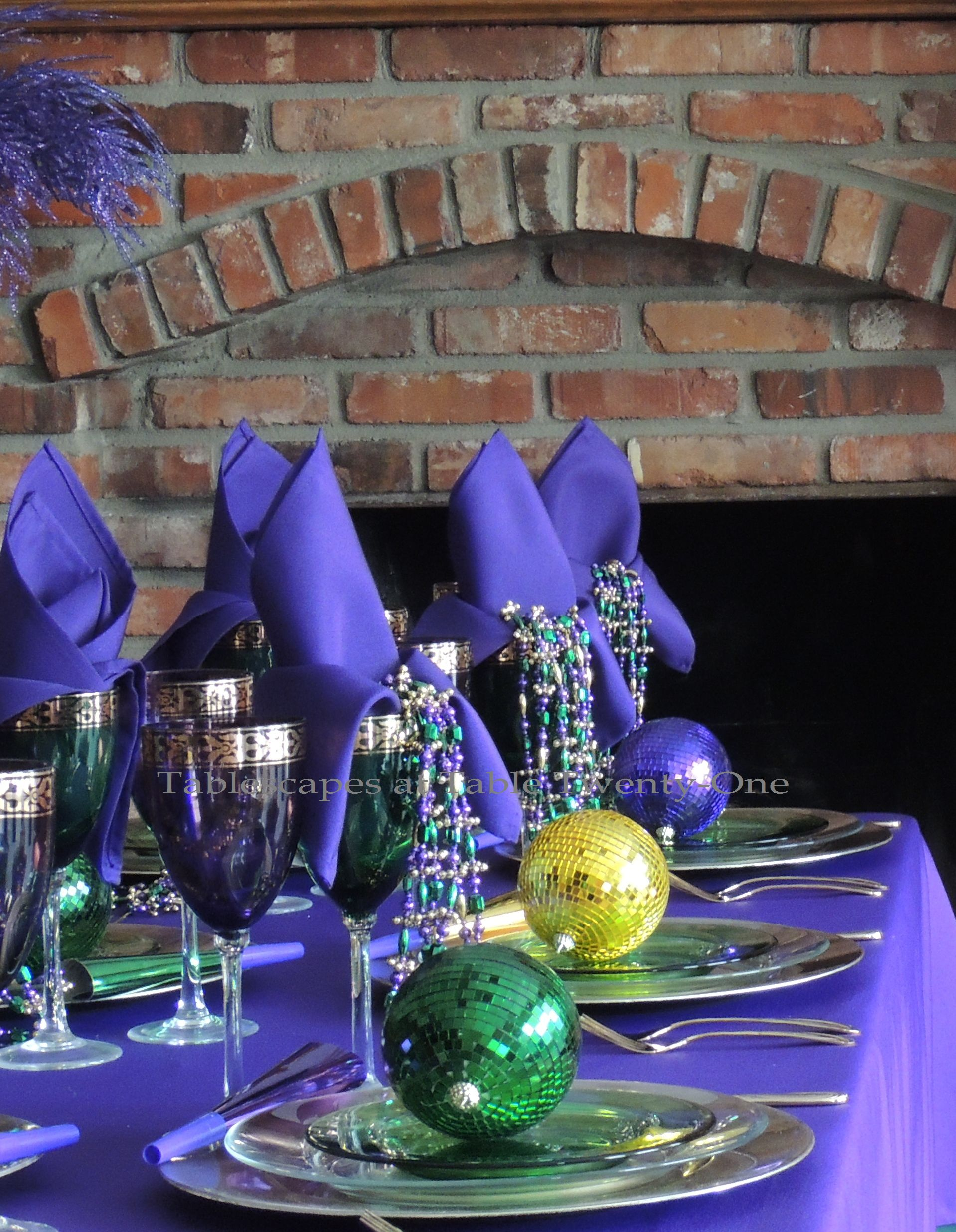Here\u0027s the cool thing though\u2026the absence of a centerpiece is not readily noticeable because of the way the table is set! The \u201ccenterpieces\u201d are happily ... & Mardi Gras | Tablescapes at Table 21