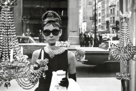 INSPIRATION: The chic and quirky Holly Golightly enjoying a breakfast pastry and a cup of coffee outside the window of Tiffany's - new York