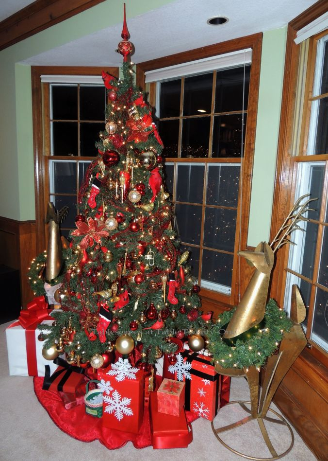Tablescapes at Table Twenty-One, 'Twas the Night Before Christmas: Living room tree in red & gold