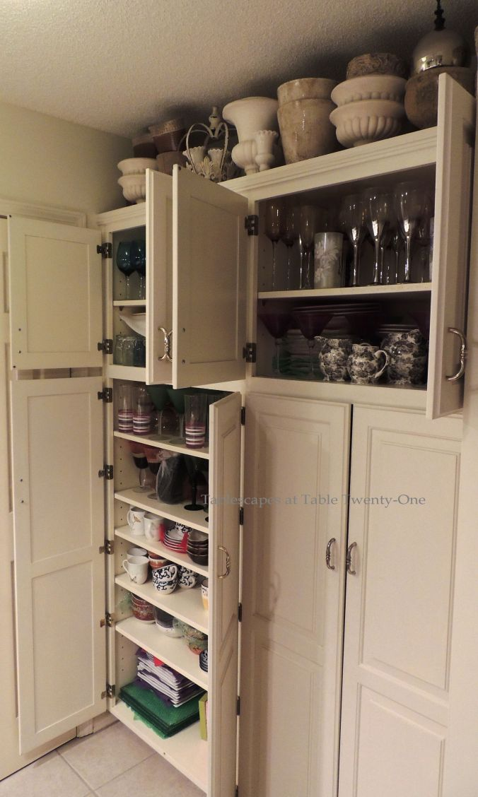 There's even storage in the hallway bath cabinets! Look above the cabinets and notice all the stone vases artfully arranged...storage in plain sight!