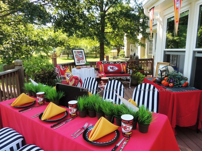 Tablescapes at Table Twenty-One, www.tabletwentyone.wordpress.com, Chiefs Pride: Full deck