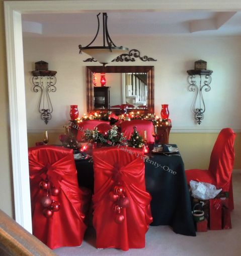 """Alycia Nichols, Tablescapes at Table Twenty-One, www.tabletwentyone.wordpress.com, """"Old-Fashioned Red & Green Christmas"""":  Full dining room in traditional red & green"""