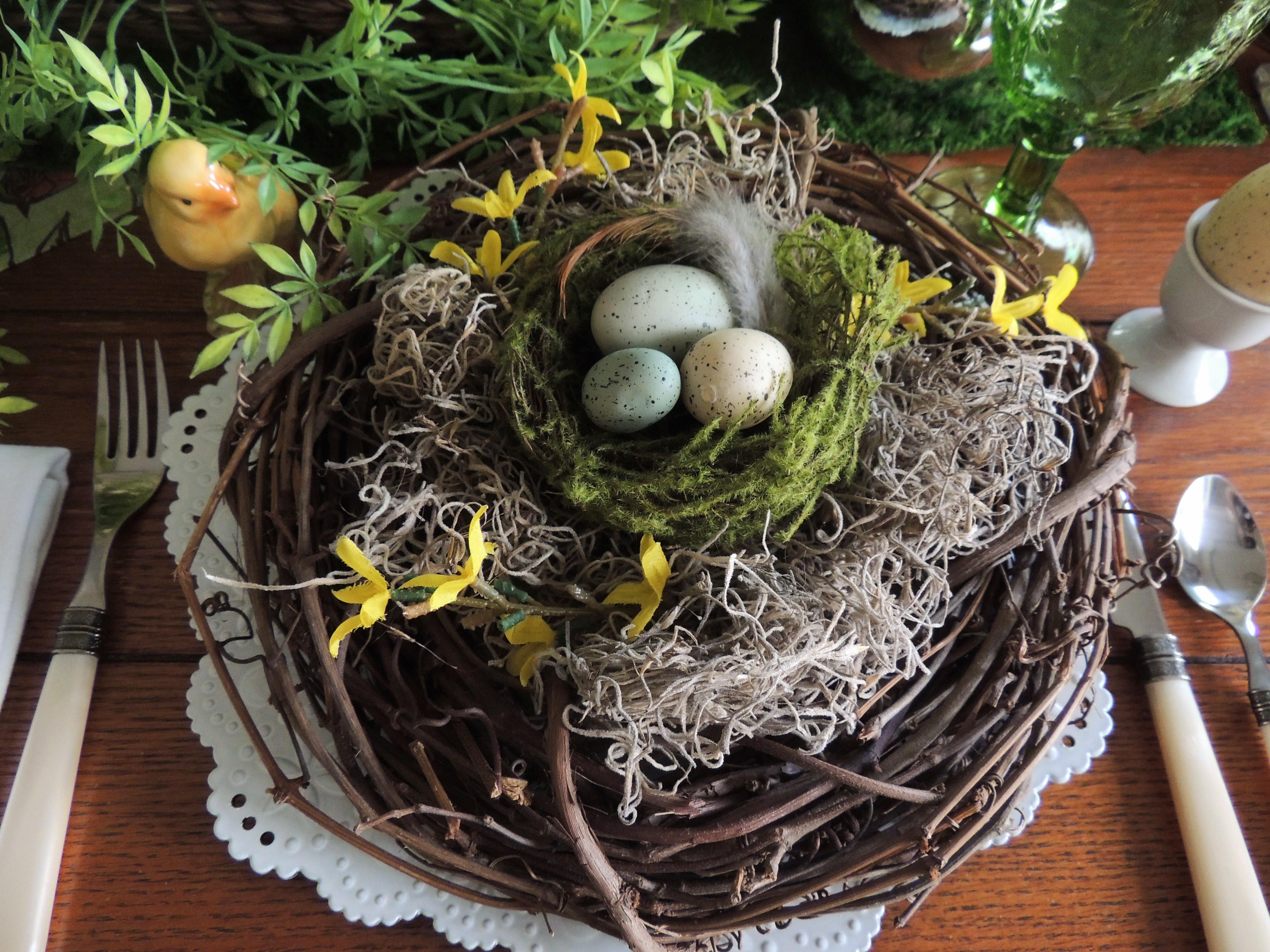 """www.tabletwentyone.wordpress.com, """"Spring Into Easter"""" tablescape"""
